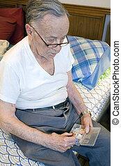 bevétel, meds, idősebb ember