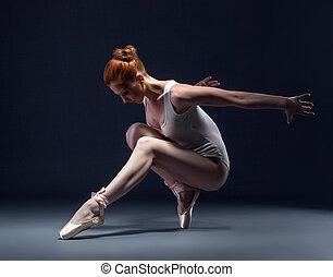 bevallig, slanke, ballerina, dancing, in, studio
