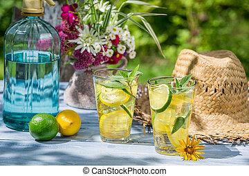 bevanda fredda, servito, in, uno, estate, giardino