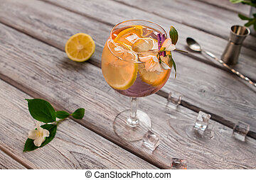 Beverage with lemon in glass.