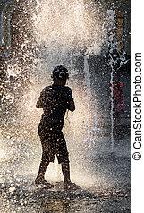 bewateer fontein, spelende kinderen