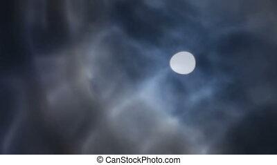 bewateer weerspiegeling, van, maan, en, wolken