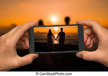 beweeglijk, foto, boeiend, telefoon, ondergaande zon , paar, hartelijk