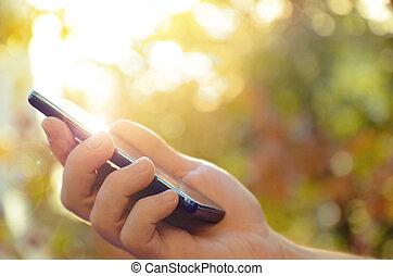 beweeglijk, man's, telefoon, gebruik, hand, smart