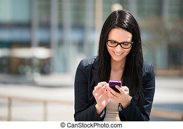 beweglichkeit, -, frau, mit, smartphone