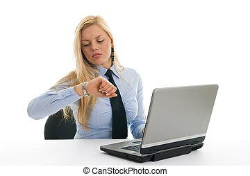 bezorgd, businesswomen, controlerende tijd