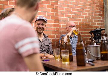 bière, hommes parler, quoique, amis, autre, chaque, boire