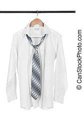 biała koszula, na, drewniany wieszak