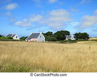 biały, uroczy, dom, w, pole, na, francuski, countryside., brittany, france.