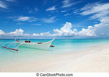 bianco, barca, su, uno, spiaggia tropicale