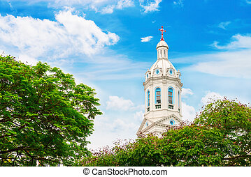 bianco, guglia chiesa, su, blu, nuvoloso, fondo