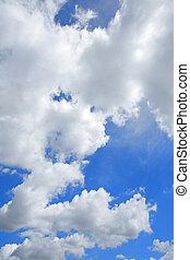 bianco, lanuginoso, nubi, in, il, cielo blu