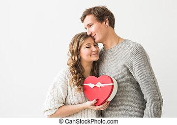 bianco, presente, felice, fondo., uomo, coppia, giorno, giovane, suo, regalo, vacanza, dare, isolato, giorno, valentine, girlfriend., concept.
