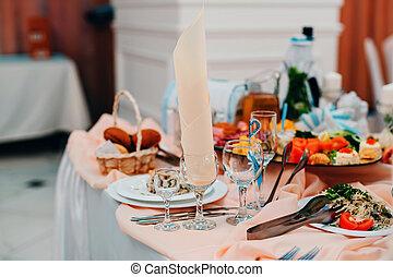 bibite, occhiali, e, cibo, tavola, per, uno, romantico, gala, cena, in, il, ristorante