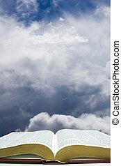 biblia abierta, con, cielo