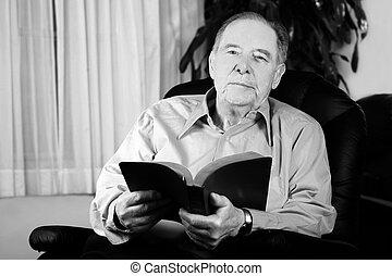 biblia, felolvasás, öregedő bábu