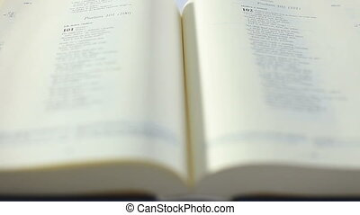 biblia, zwijanie, książka, ręka