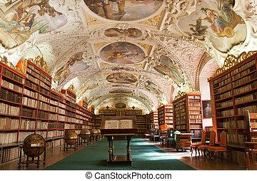 biblioteca, com, antiga, livros, antigas, globos, estantes, mobília, em, teológico, corredor, com, estuque, decoração, monastério strahov, república tcheca, praga