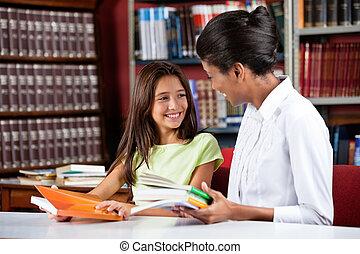 bibliothèque, regarder, femme, écolière, bibliothécaire, ...