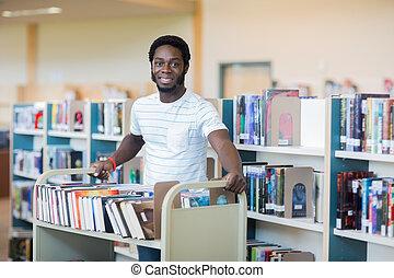bibliothecaris, met, wagentje, van, boekjes , in, bibliotheek
