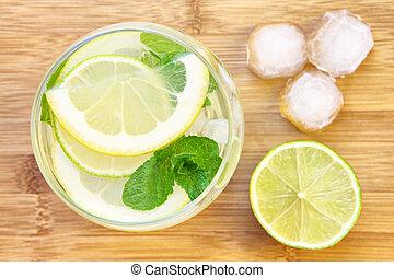 bicchiere acqua, con, limone, e, menta