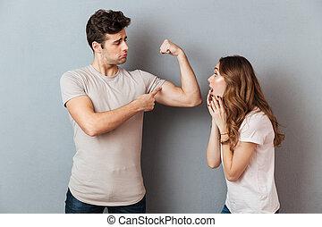 biceps, jego, pokaz, młody, sympatia, człowiek, zdumiony, przystojny