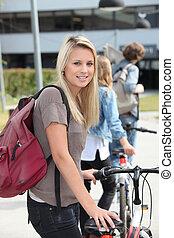 bicicleta, adolescente, empujar