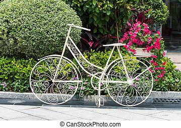 bicicleta, em, jardim flor