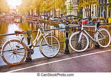 bicicleta, encima, canal, amsterdam, ciudad, pintoresco,...