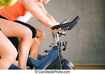 bicicleta, girar, en, gimnasio