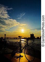 bicicleta, silueta, pôr do sol, em, bangkok, e, chopraya, rio, tailandia