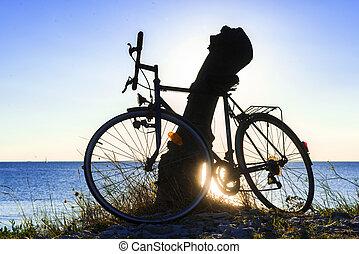 bicicletta, in, controluce