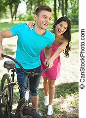 bicicletta, primavera, coppia, parco, giovane, allegro, park., divertimento, detenere