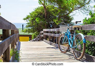 bicicletta, su, uno, ponte legno, strada, a, il, spiaggia