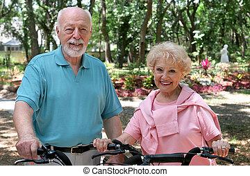 biciklisek, idősebb ember