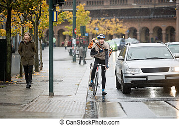 biciklista, használ, hordozható adó-vevő, hím, utca