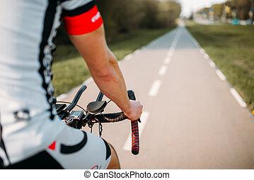 biciklista sisak, gördülni, bicikli, sportruházat
