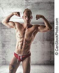 bicipite, shirtless, atteggiarsi, giovane, muscolare, biondo, uomo, bello