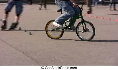bicycle trick - Tricks on bicycle