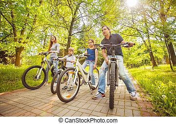 bicycles, חנה, משפחה
