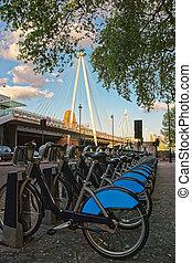 bicycles, na, hungerford, most, w, lambeth, londyn