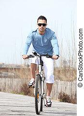 bicyclette voyageant, jeune homme