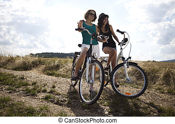bicyclette voyageant, jeunes filles