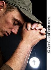 biddend, man, vasthouden, een, kruis
