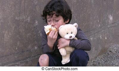 biedny chłopiec, mały, bezdomny