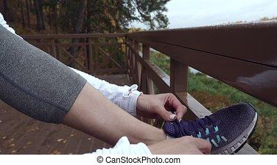 biegacz, ubranie sportowe, przywiązywanie, samica, shoelaces.