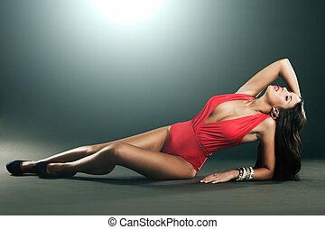 bielizna, pociągający, kobieta, czerwony, fason, strzał, wysoki
