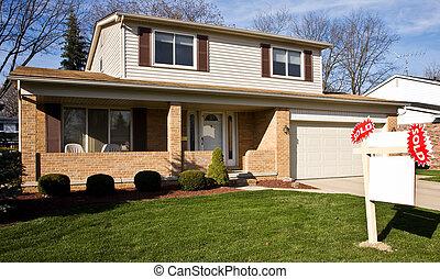 bienes raíces vender, señal, delante de, residencial, hogar