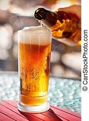 bier, gieten, in, glas
