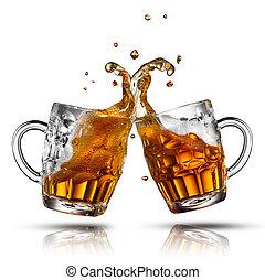 bier, spritzen, in, glas, freigestellt, weiß